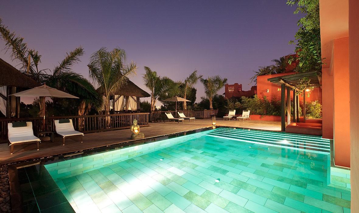 Hoteles 5 estrellas piscinas climatizadas hotel asia gardens asia gardens - Hoteles con piscina cubierta en benidorm ...